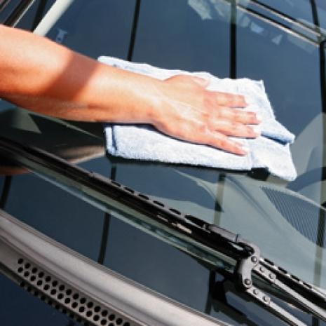 voiture-nettoyage-pare-brise